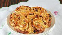 Cevizli ve Üzümlü Tatlı Çörek