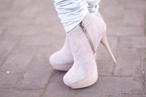 bilekte yüksek topuklu ayakkabı modelleri