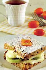 Kivili ve Kremalı Sandviç Pasta