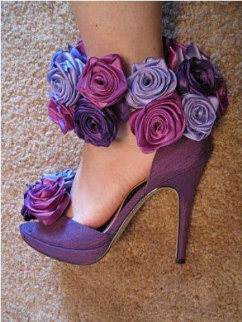 Gül Motifli Bayan Yazlık Ayakkabı Örnekleri