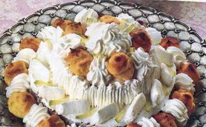 Şantili ve Vişne Aromalı Pasta Tarifi